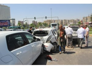 Şanlıurfa'da zincirleme kazada 5 araç birbirine girdi