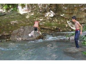 Antalya plajı değil Şırnak taşları