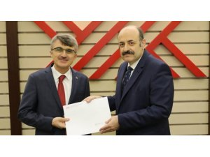 DPÜ Rektörü Kazım Uysal mazbatasını aldı