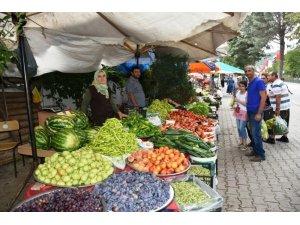Boyabat Köy Pazarında yerli üreticiler satıştan memnun