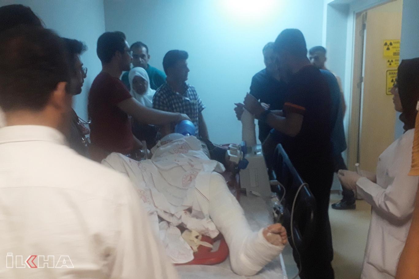 Otomobil ile motosiklet çarpıştı: Biri ağır 2 yaralı.
