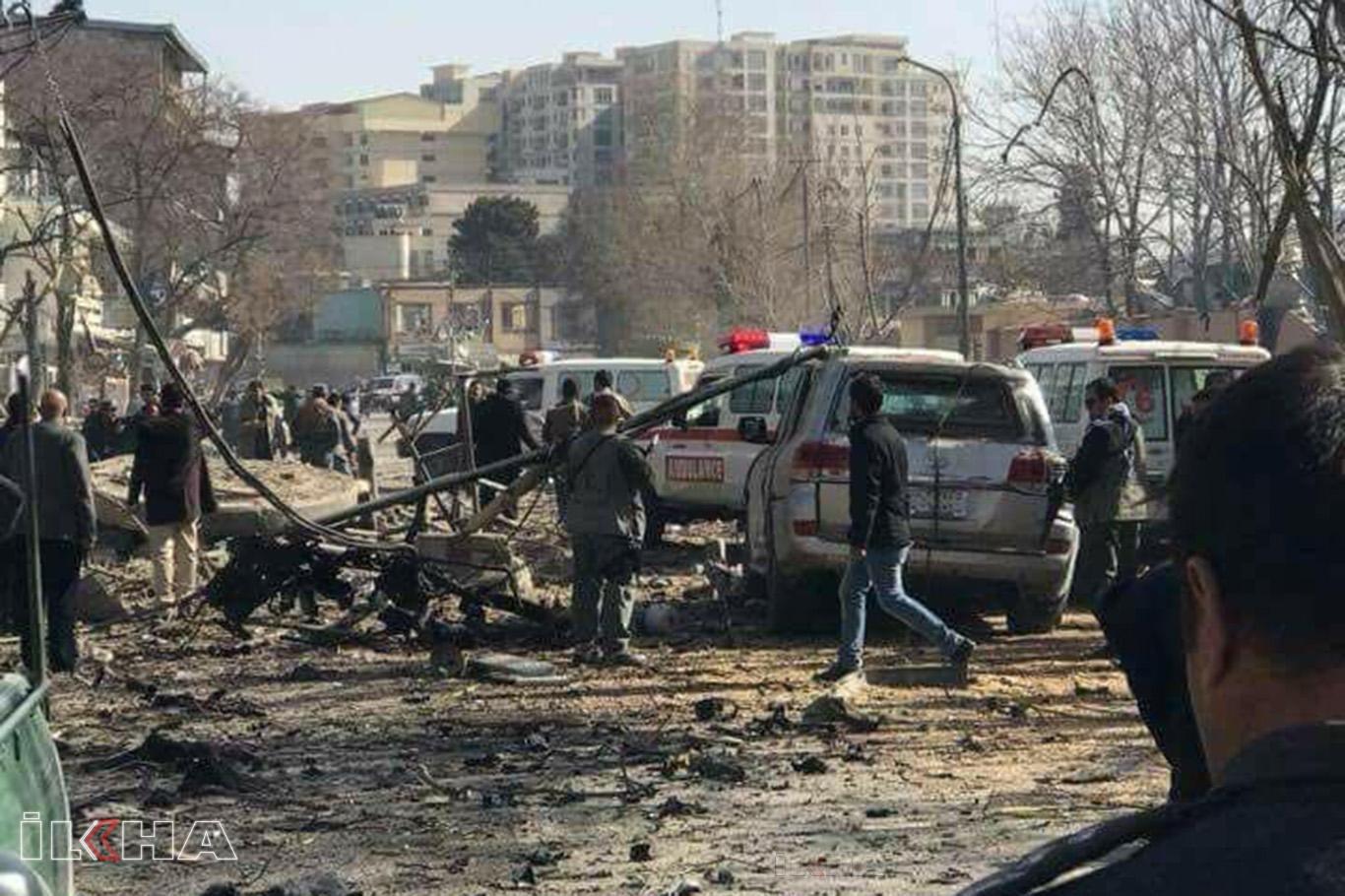 Afganistandaki patlamada çok sayıda ölü ve yaralı var