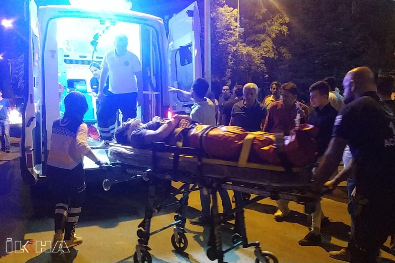 Otomobil ile motosiklet çarpıştı: Bir ağır yaralı.