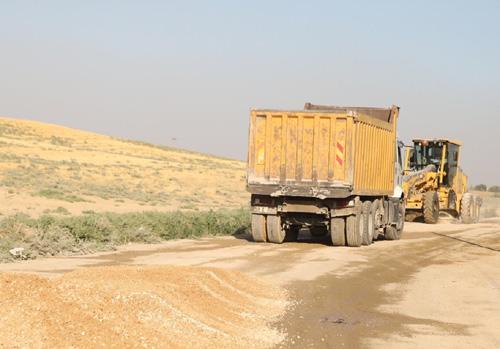 Yaman, kırsal mahallelerde yol çalışmalarını inceledi