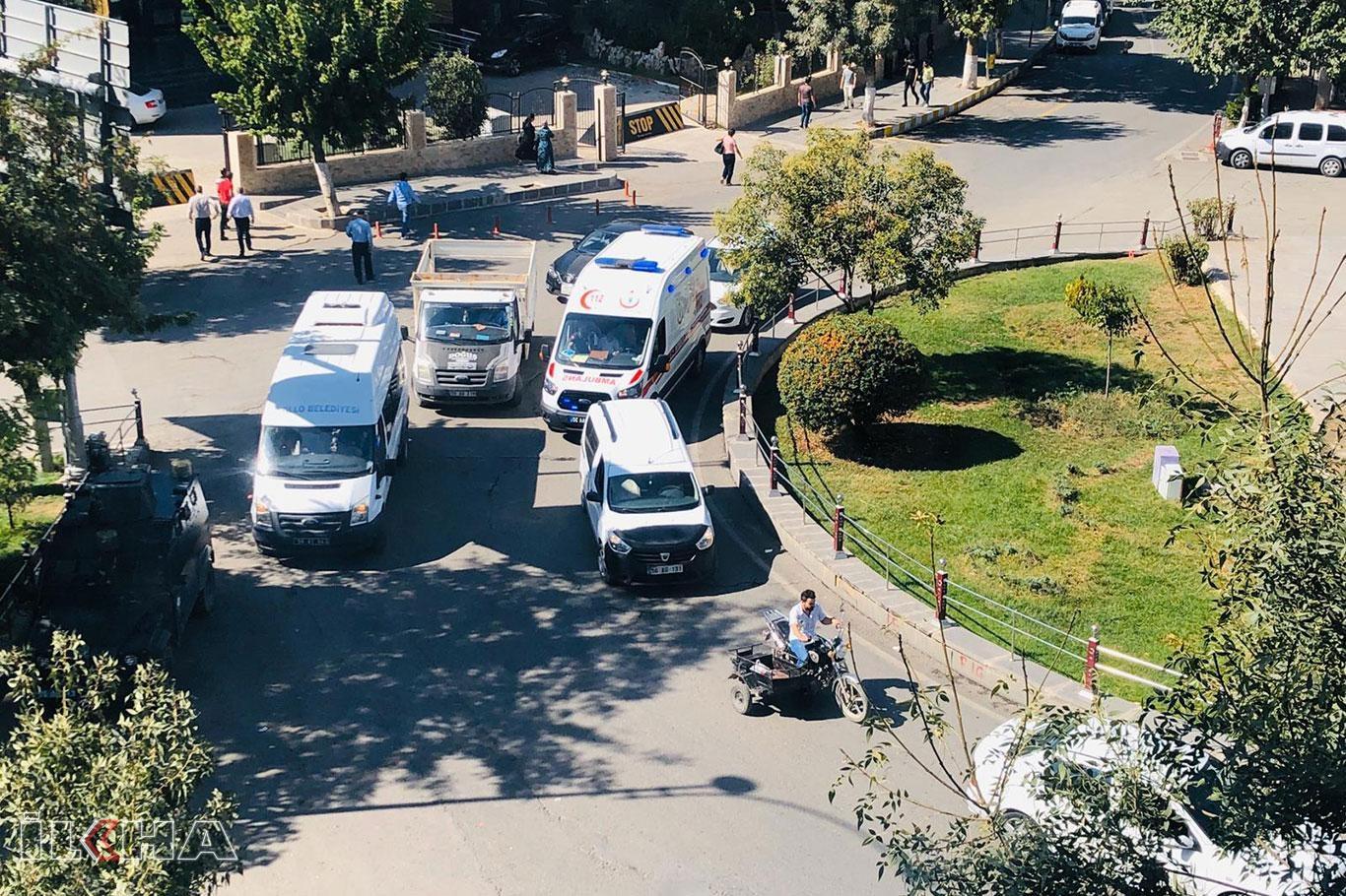 Ambulansa yol vermeyen sorumsuz sürücüler kamerada.