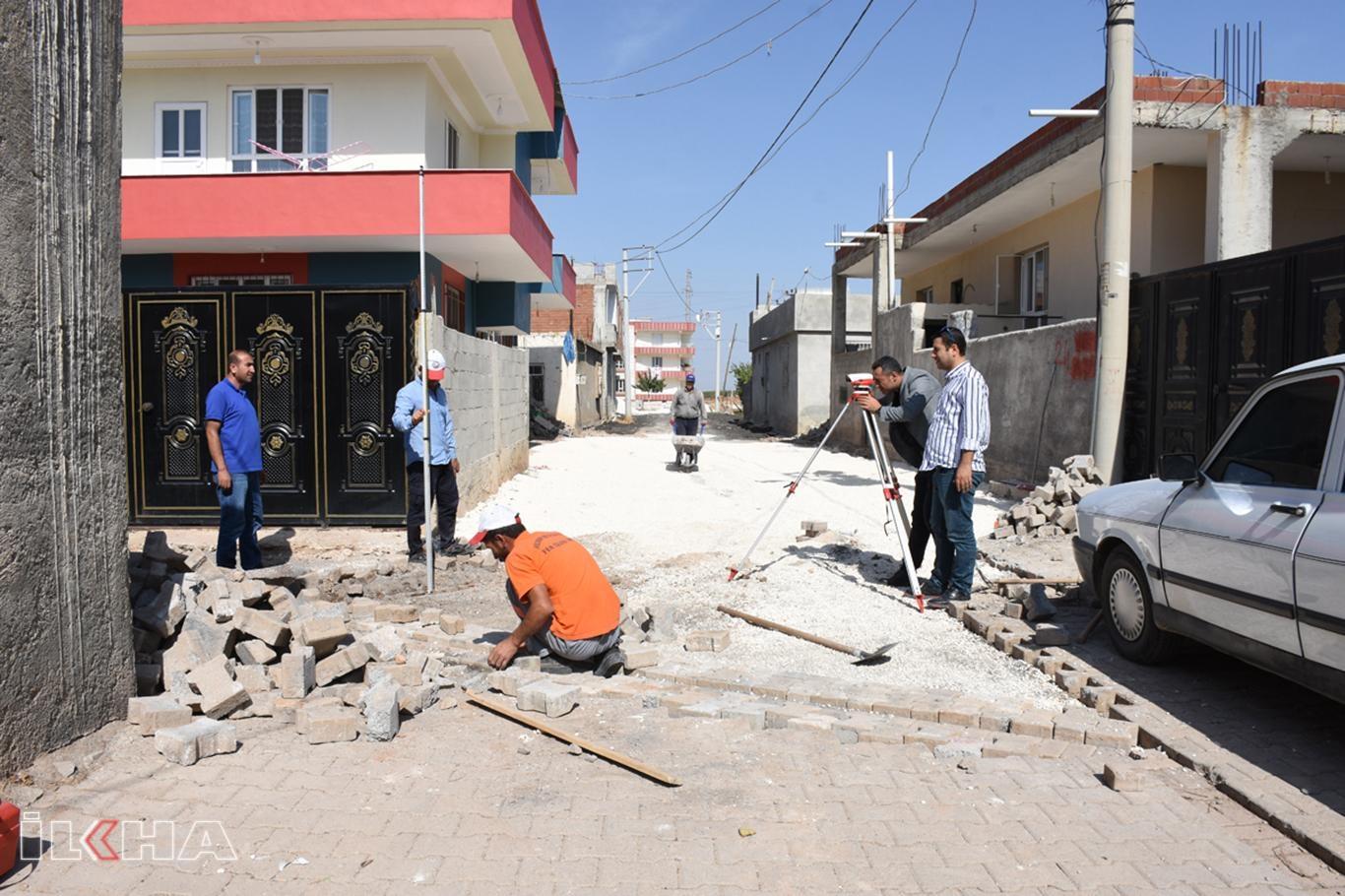 Hilvan'da Belediyenin yol yapım çalışmaları devam ediyor.