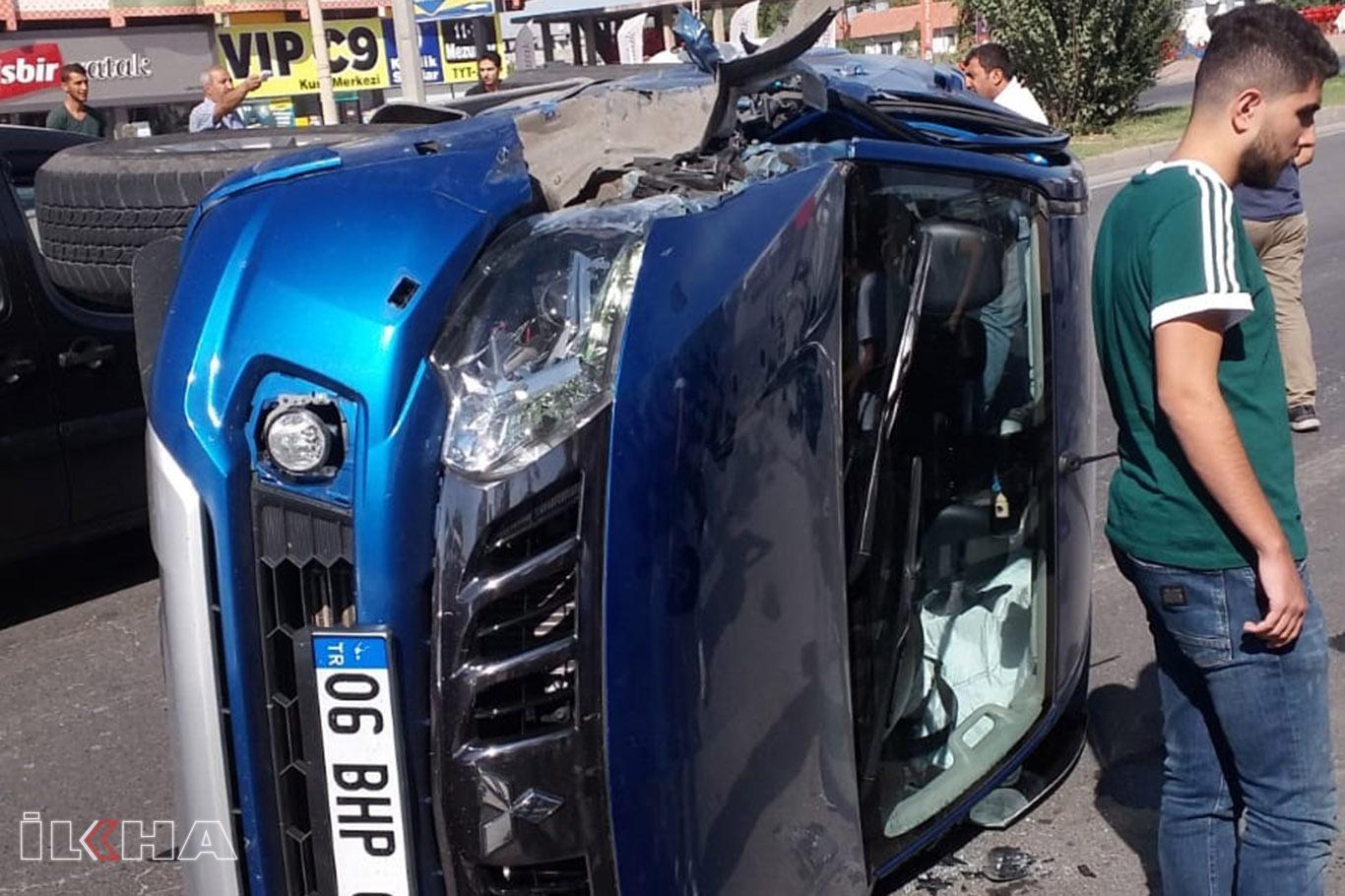Kamyonet kaza yaptı: Bir yaralı.