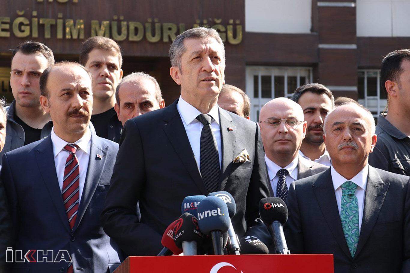 Bakan Selçuk: Sınır ilçelerinde eğitime ara verilmesiyle ilgili tedbirler alındı.