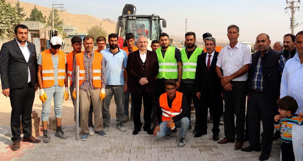 Yaman, yapımı devam eden yol ve taziye evi çalışmalarını denetledi
