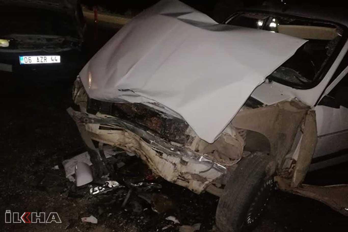 İki otomobil çarpıştı: 10 yaralı.