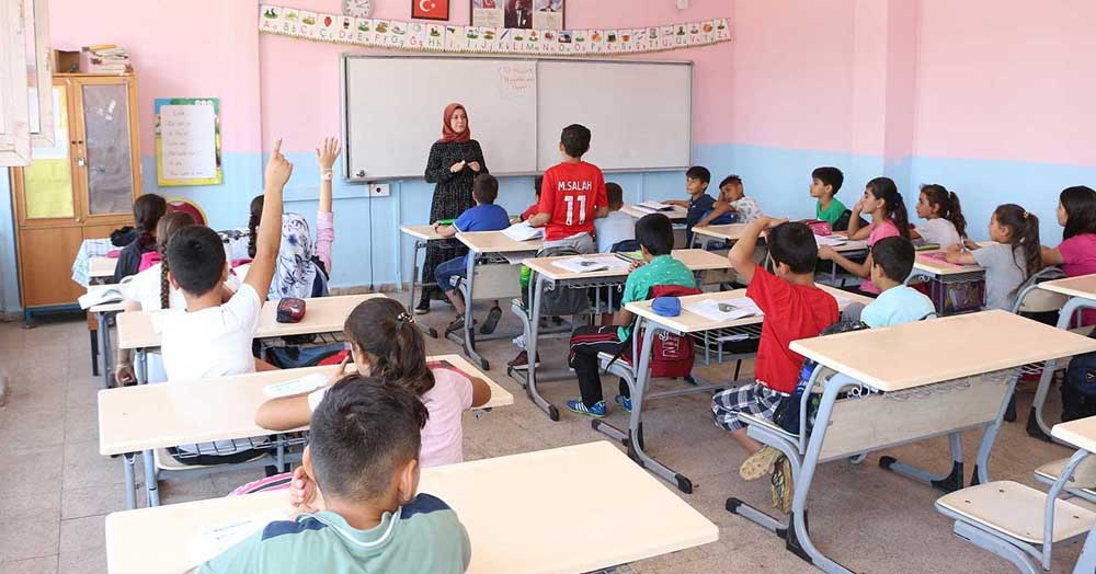Mardin'de 250 bin öğrenci karnesiz ilk ara tatile girdi