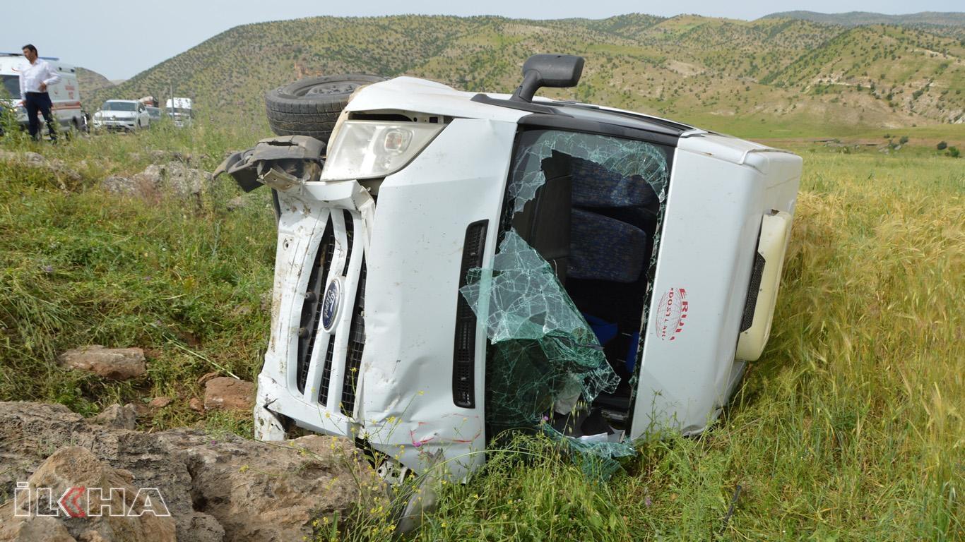 Minibüs şarampole yuvarlandı: 4 kişi yaralandı.