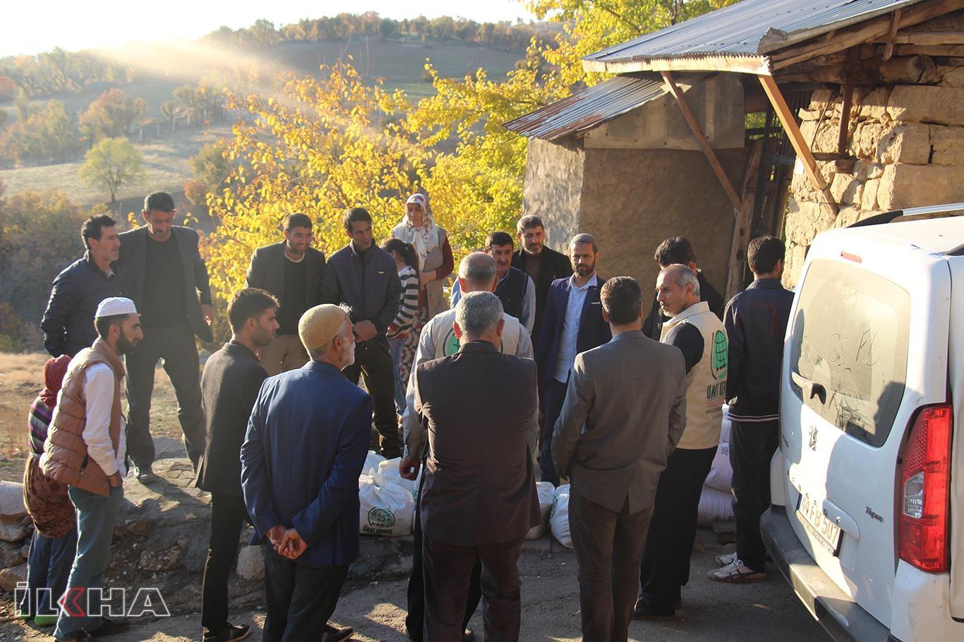 Elazığ Umut Kervanı'ndan yangında evi yanan ailelere yardım.