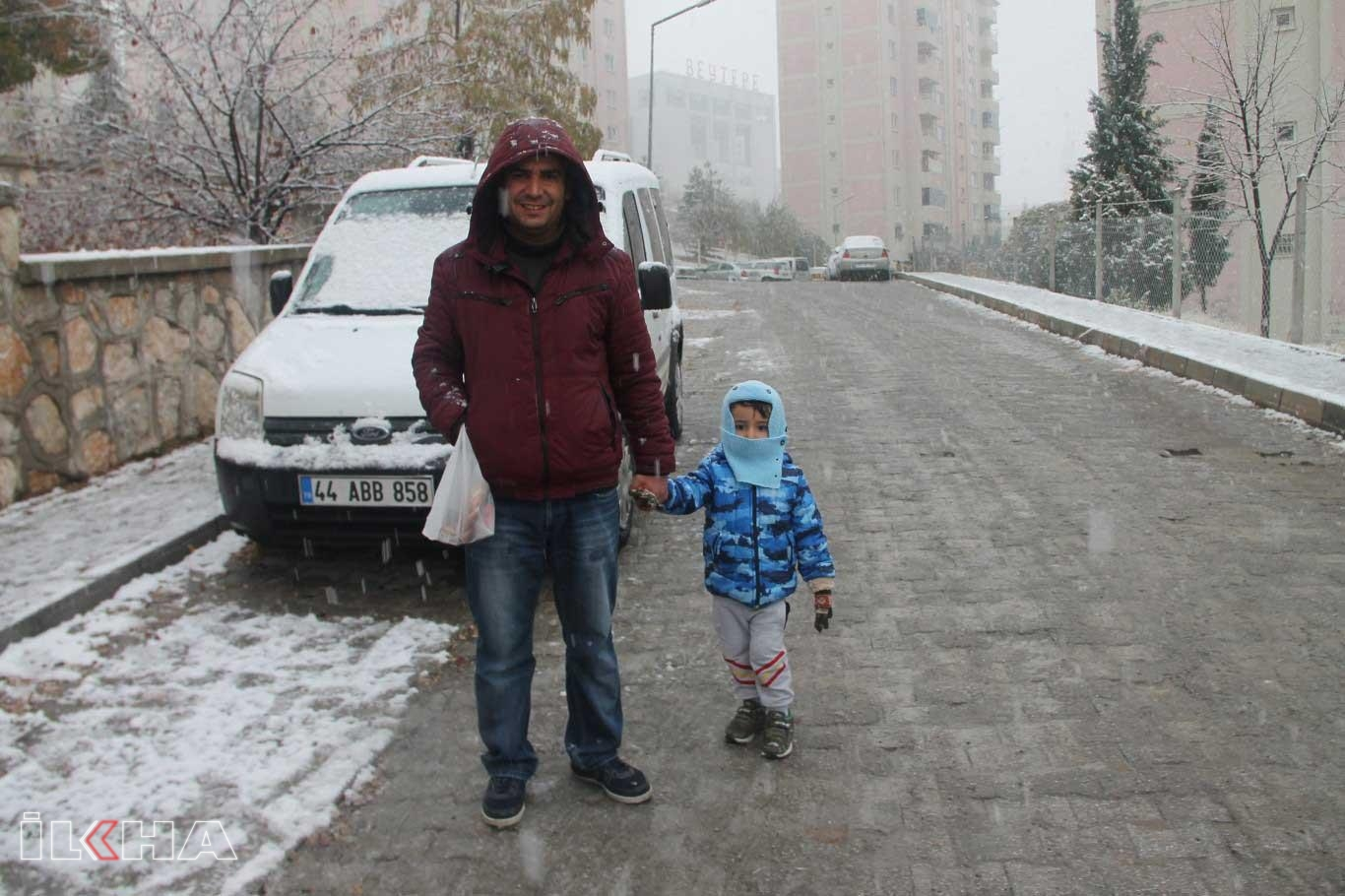 Kar yağışına çocuklar gibi seviniyoruz