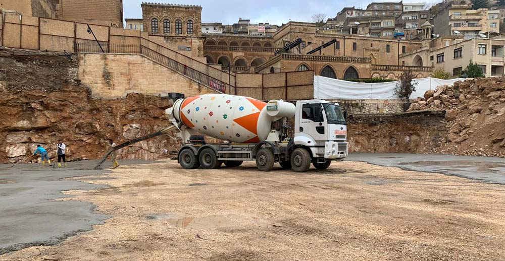 Cumhuriyet Meydanı'na ilk beton döküldü