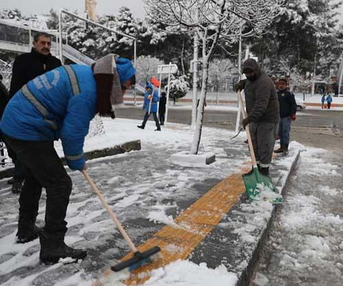 Başkan Tutaşı yağan karla birlikte sahaya indi