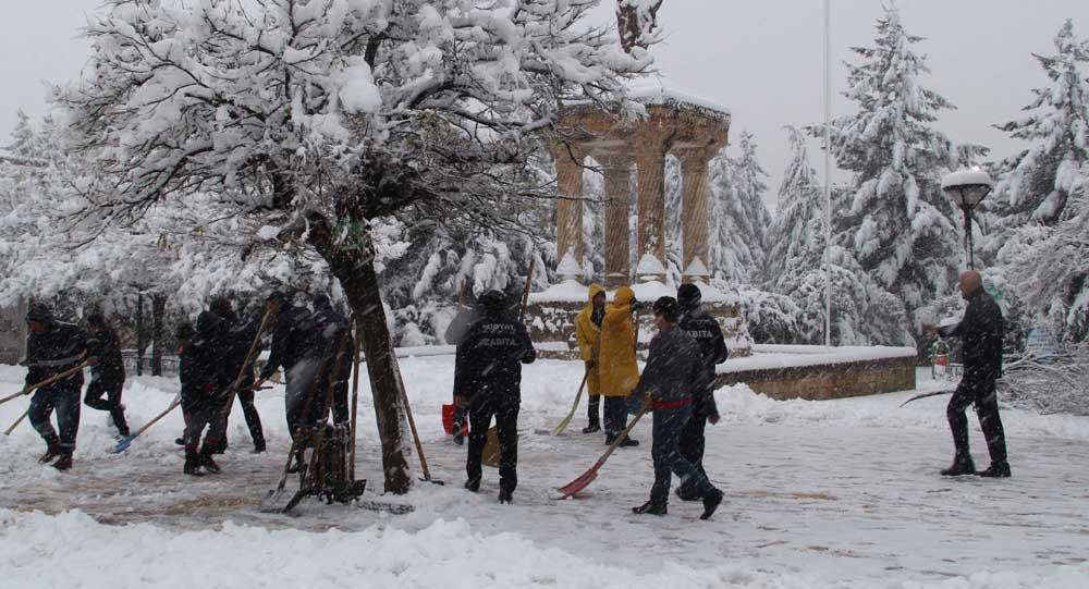 Midyat'ta karla mücadele