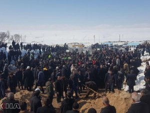 Vanda, depremde hayatını kaybeden 9 kişinin cenazesi defnedildi