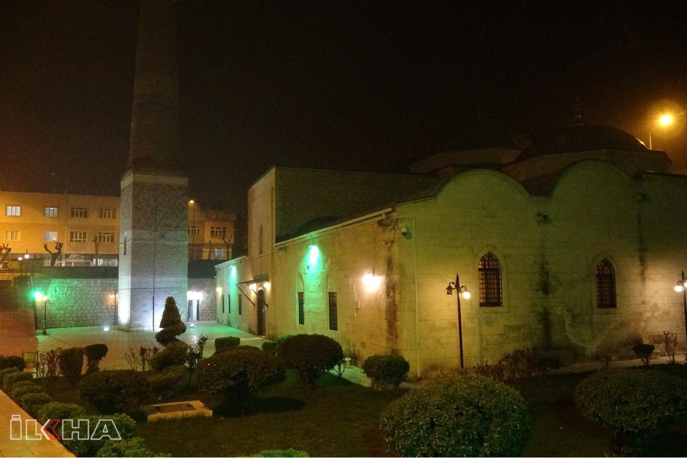 Siirt'in tüm cami minarelerinden dua okunarak 'Evde kalın' mesajı verildi