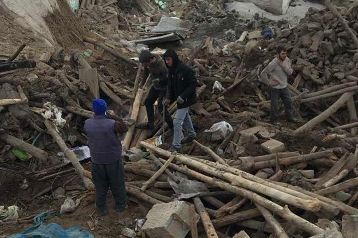 İranın Türkiye sınırında 4,4 büyüklüğünde deprem