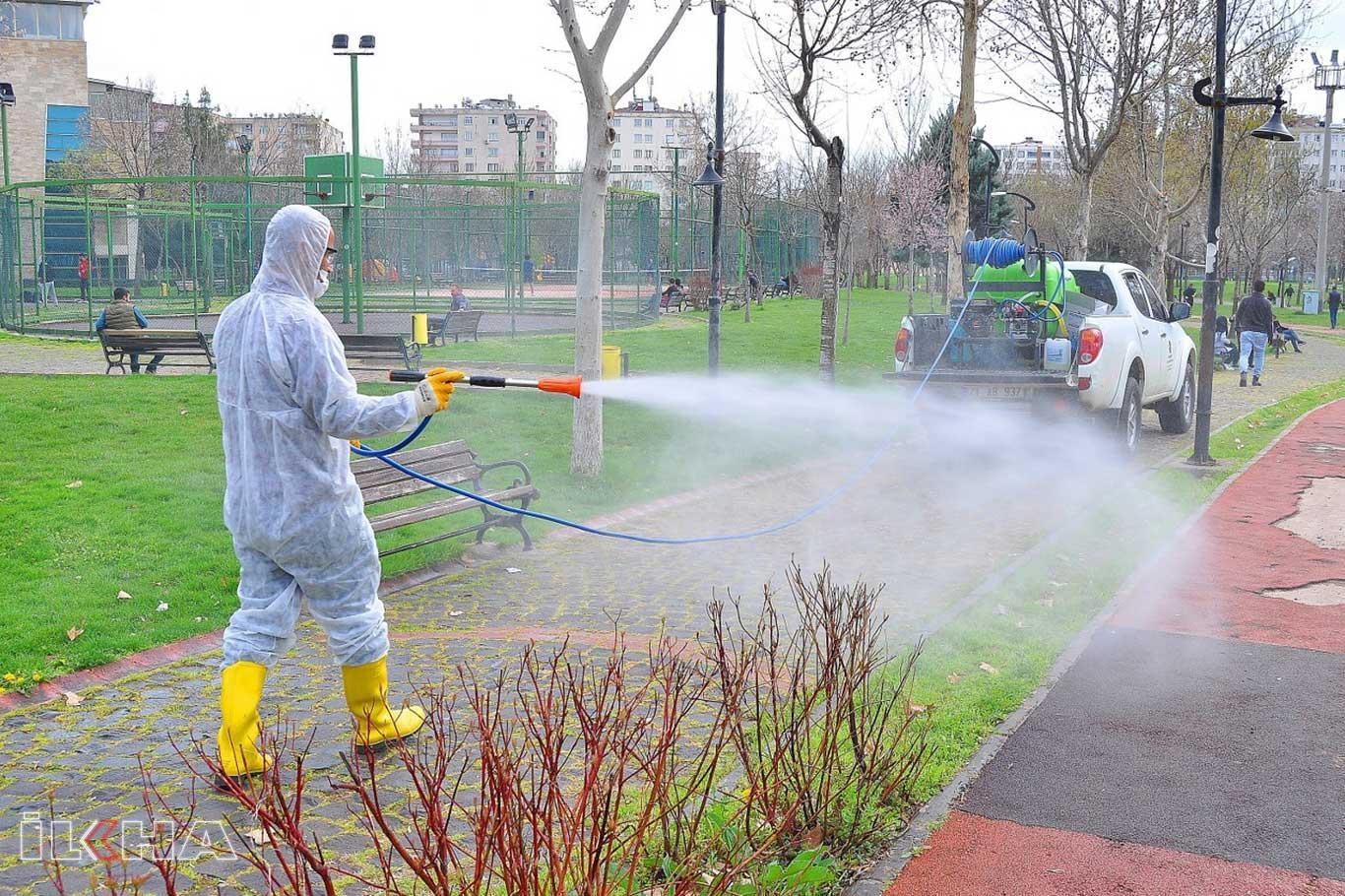 Diyarbakır Büyükşehir Belediyesi dezenfekte çalışmalarını sürdürüyor