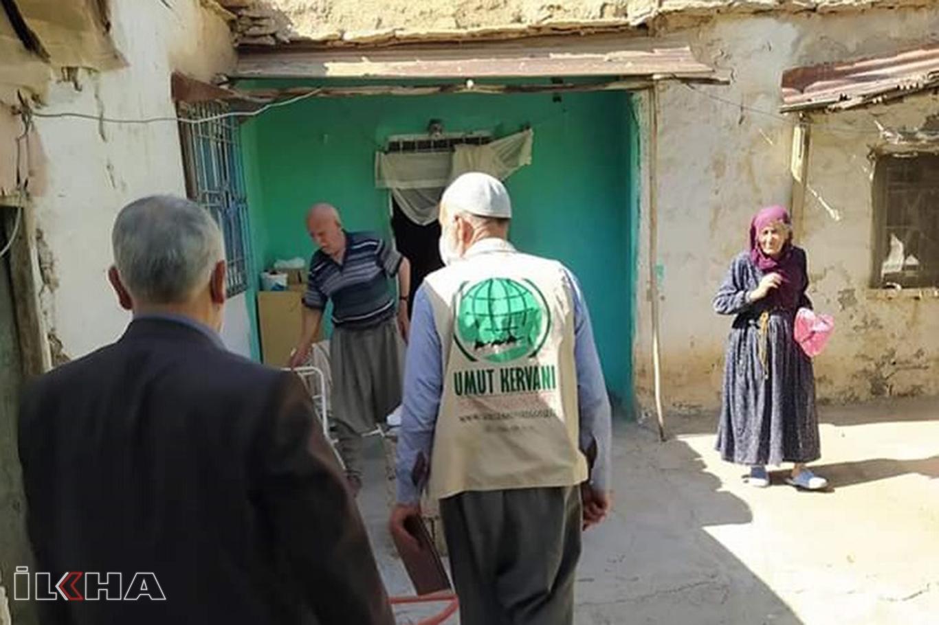 Umut Kervanı Erganide ihtiyaç sahiplerini sevindirdi.