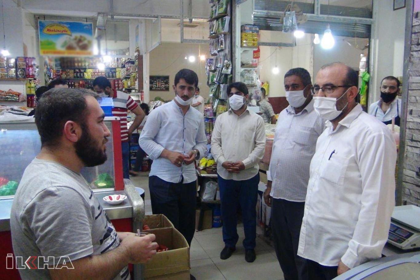 4 aydır kapalı olan Silvan Semt Pazarı'nın giriş kapıları esnafı mağdur ediyor