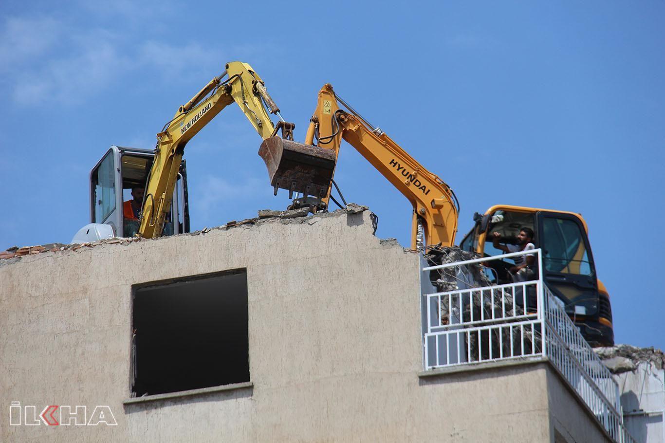 Diyarbakır'da riskli binanın yıkımına başlandı