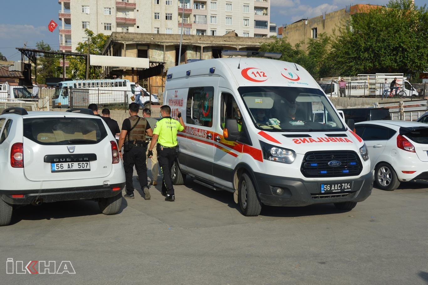 Siirt'te pazarcılar ile zabıta ekipleri arasında kavga: 2 yaralı