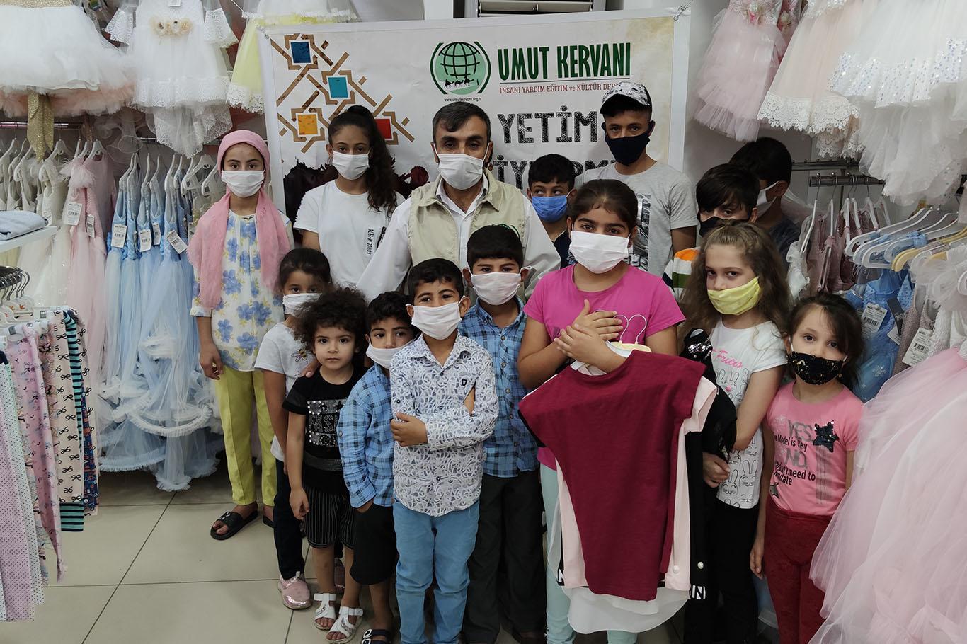 Batman Umut Kervanı 70 yetim çocuğun bayram öncesi yüzünü güldürdü