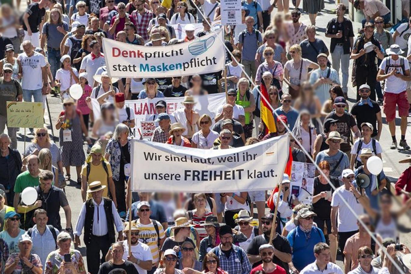 Almanyada yeni tip Coronavirus önlemleri protesto edildi