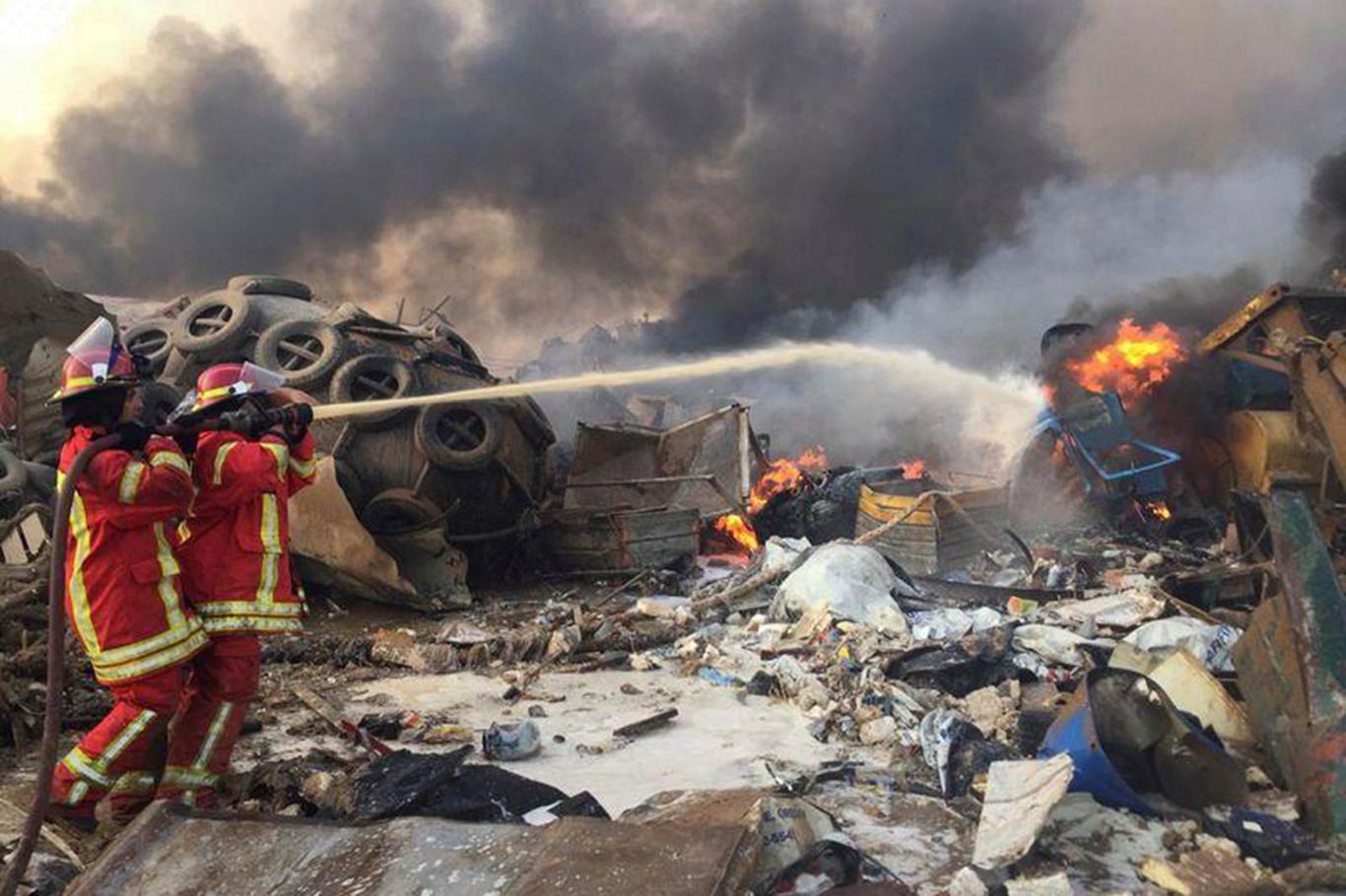 Beyrut Limanı görevlilerine ev hapsi kararı