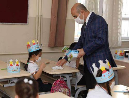 Vali Demirtaş, öğrenciler ile bir araya geldi