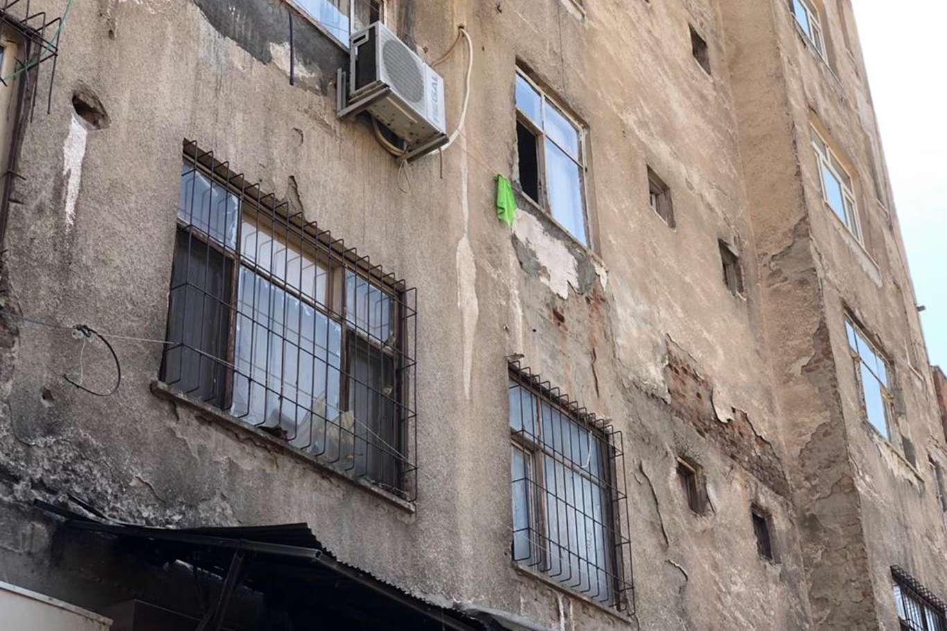 Kolonları zarar gören bina tehlike saçıyor