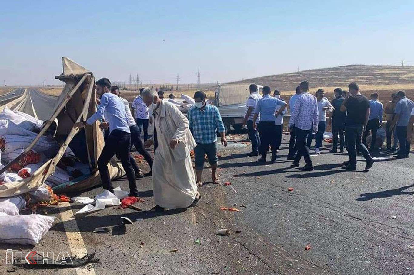 Bariyerlere çarpan kamyonet kaza yaptı: 3 yaralı