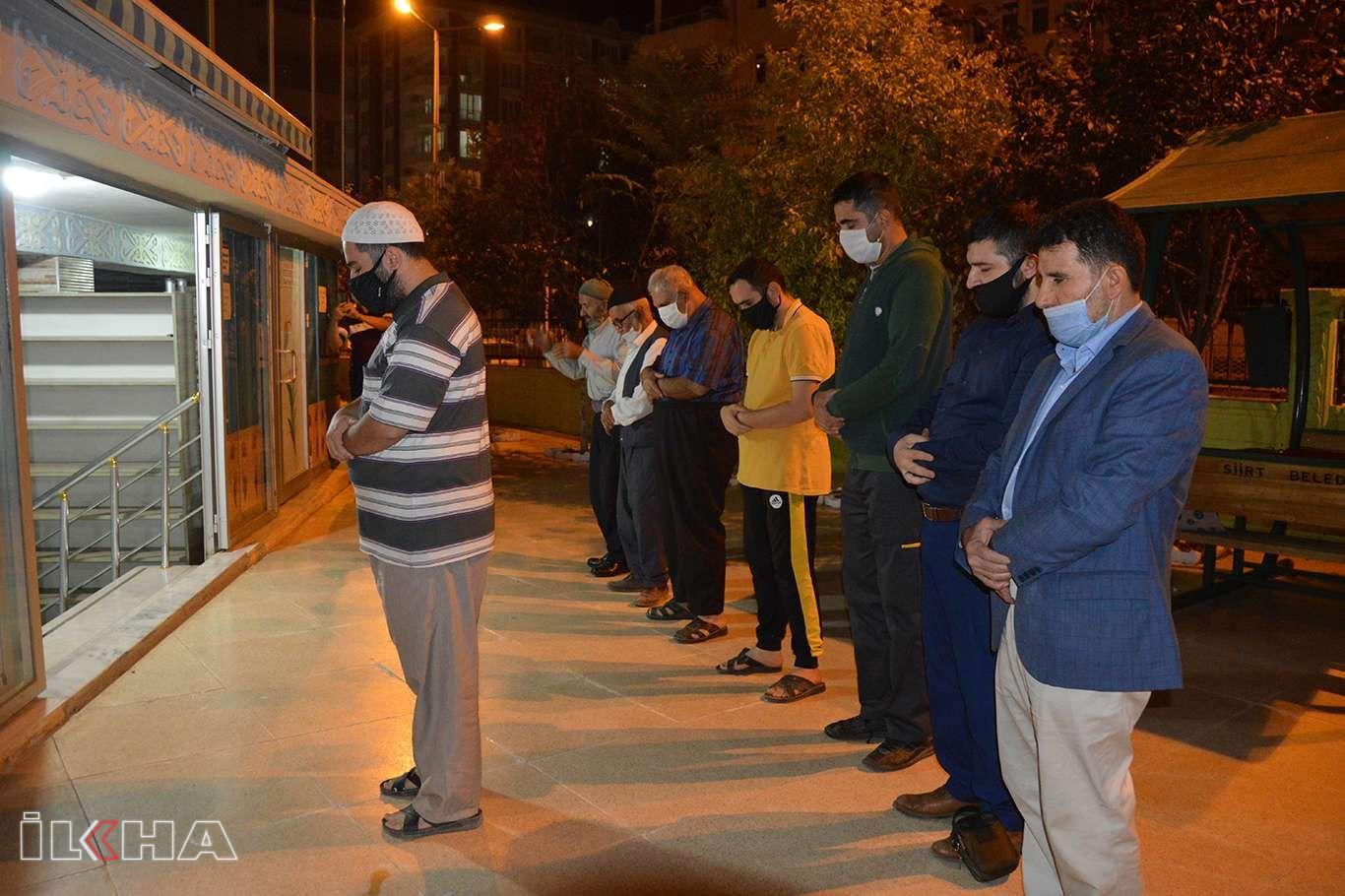 Azerbaycanda hayatını kaybedenler için gıyabi cenaze namazı kılındı