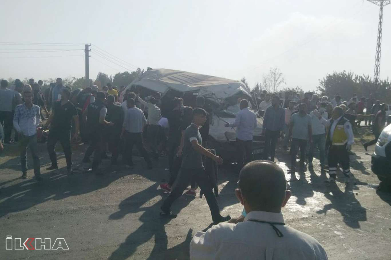 Tekstil işçilerini taşıyan minibüs kaza yaptı: 2 ölü 15 yaralı