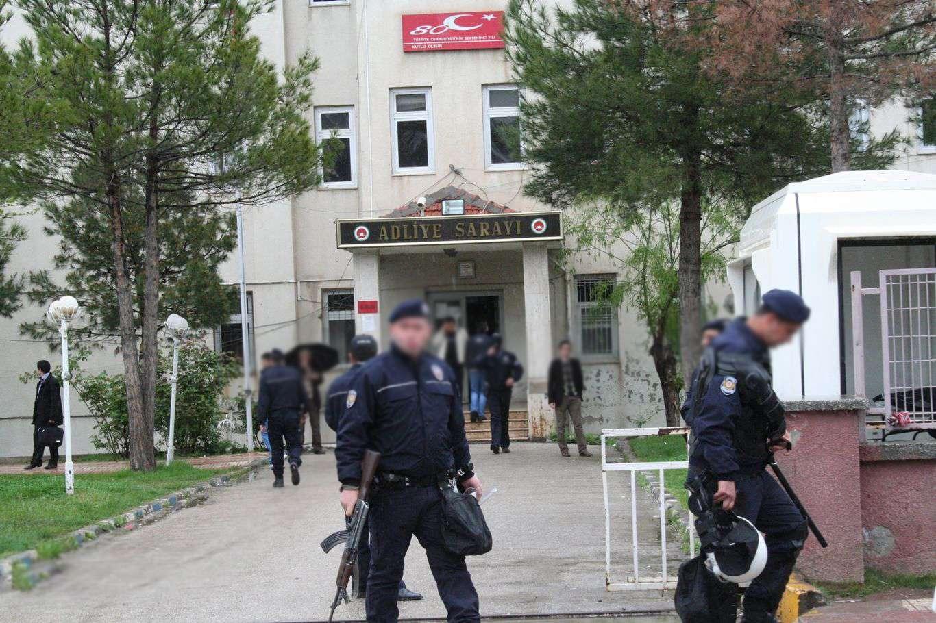 Diyarbakırda çok sayıda avukat gözaltına alındı