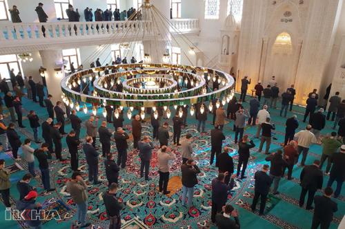 """Mardin'de """"Yedikardeş Camii ve Külliyesi"""" dualarla açıldı"""