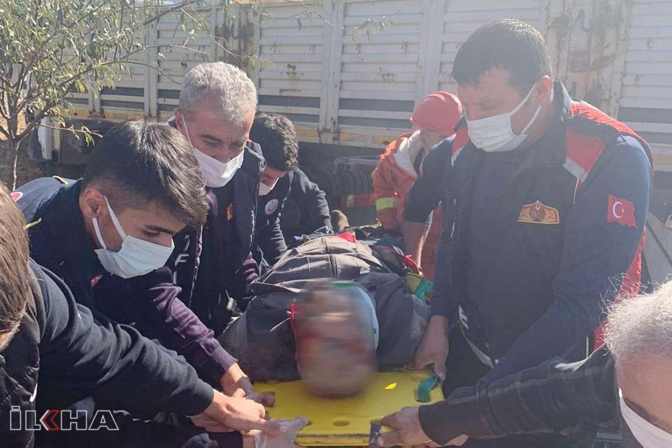 Mardinde tır yolcu durağına daldı: Bir ölü, bir yaralı