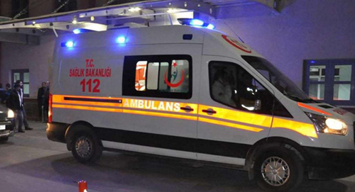 Midyatta otomobil direğe çarptı: 5 yaralı