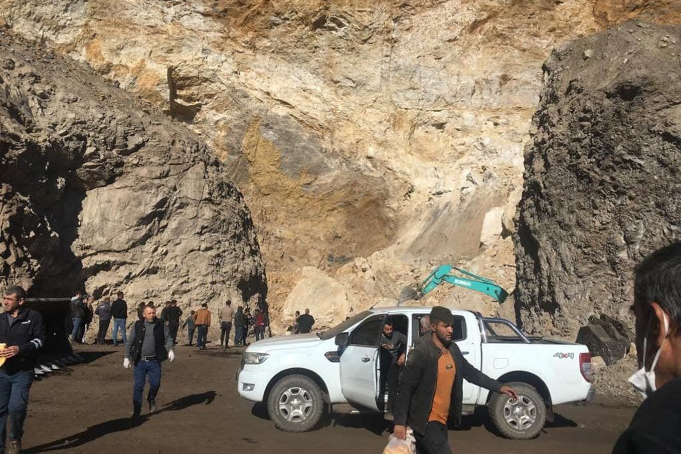 Silopi'de göçük: 1 işçi toprak altında kaldı