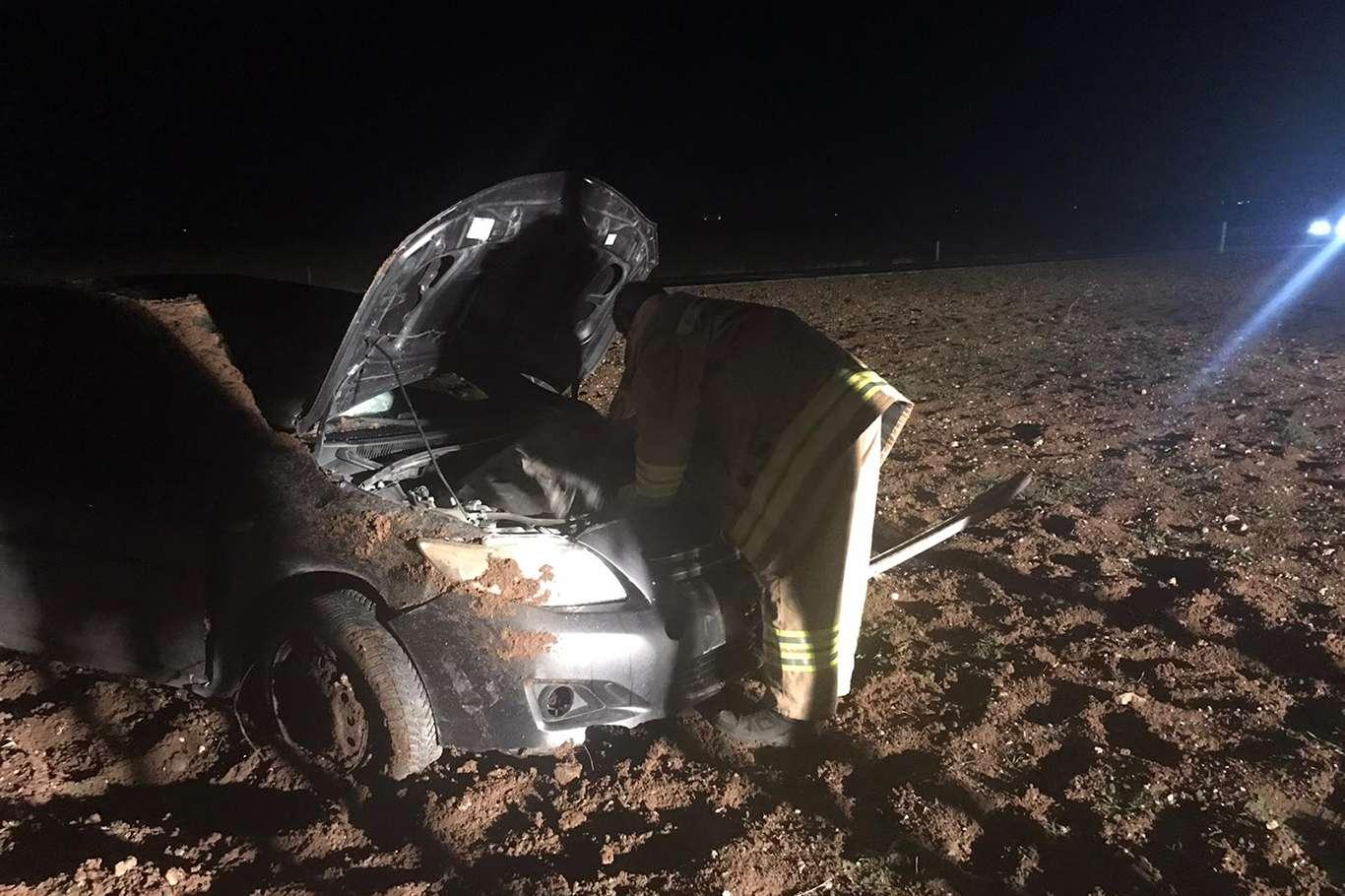 Takla atan otomobilden emniyet kemeri sayesinde yara almadan kurtuldu