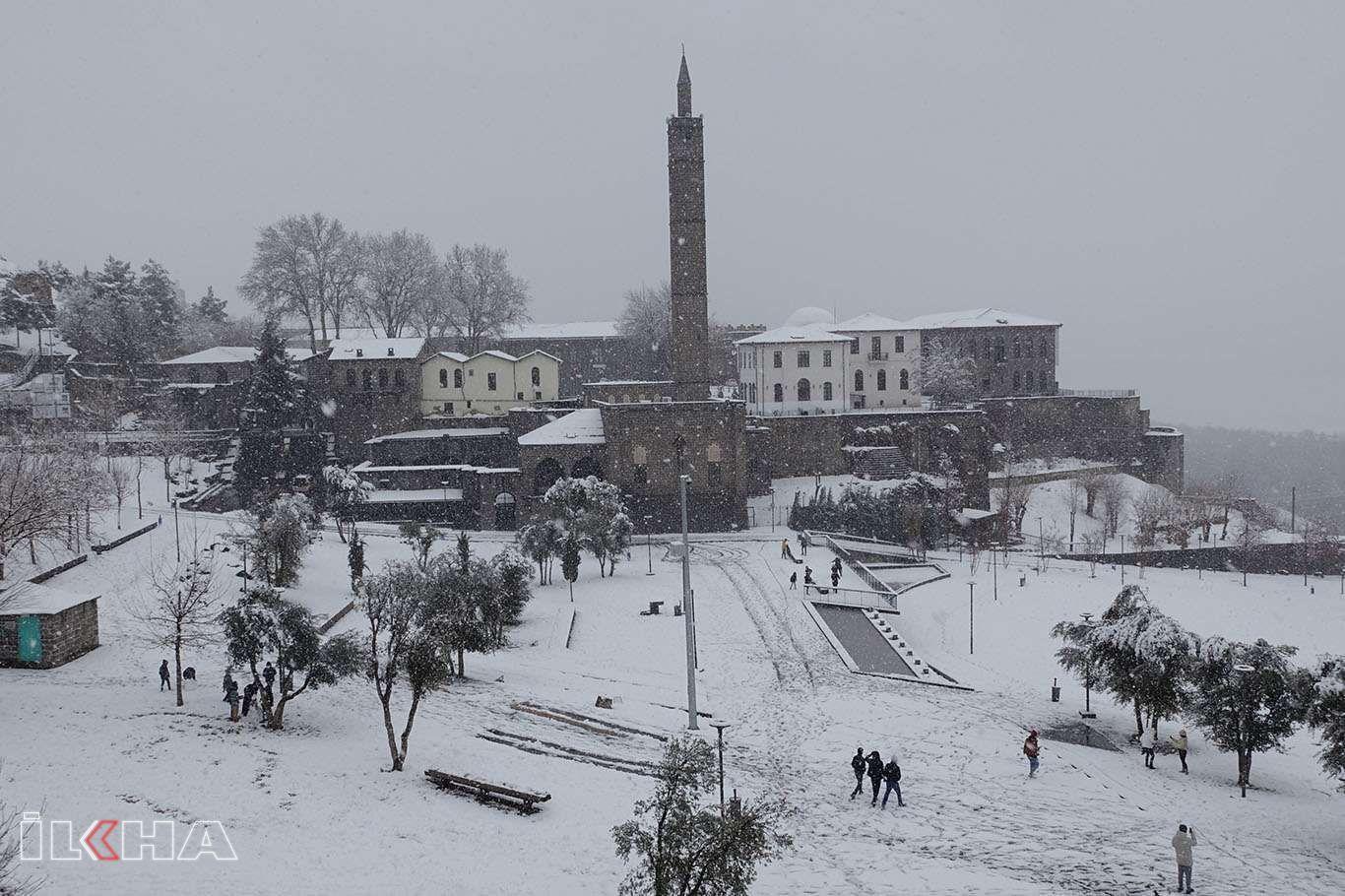 Kar yağışı Diyarbakırın tarihi güzelliklerine güzellik kattı