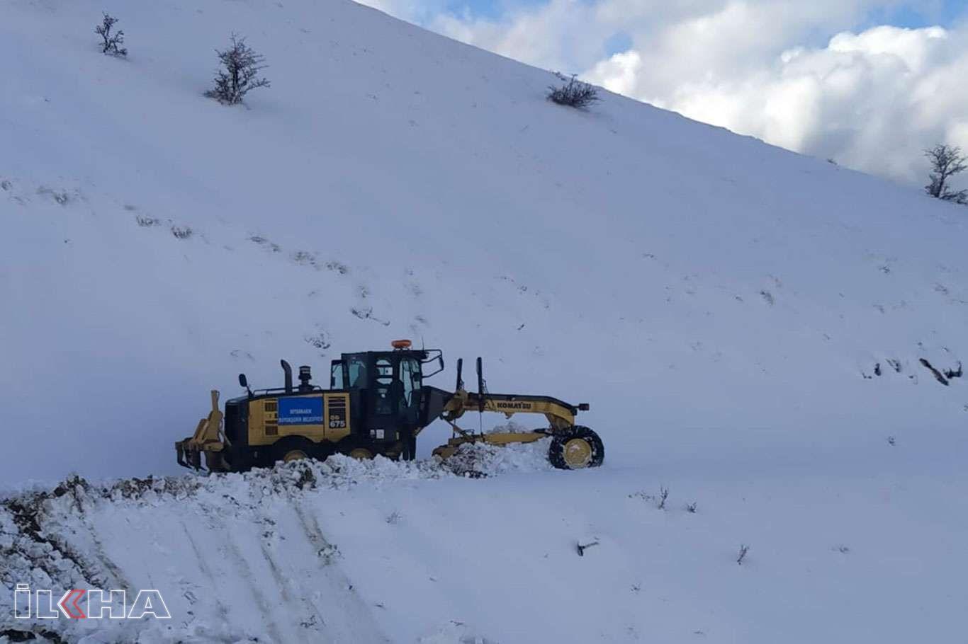 Diyarbakırda ulaşıma kapanan yolları açma çalışmaları sürüyor