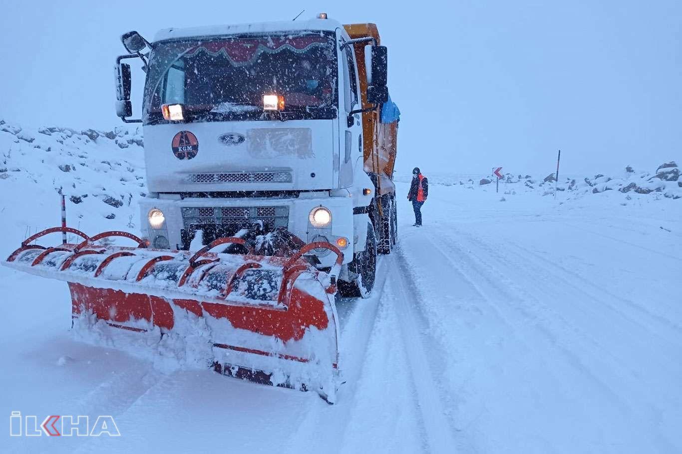 Şanlıurfada karla mücadele ekipleri yoğun mesai harcıyor