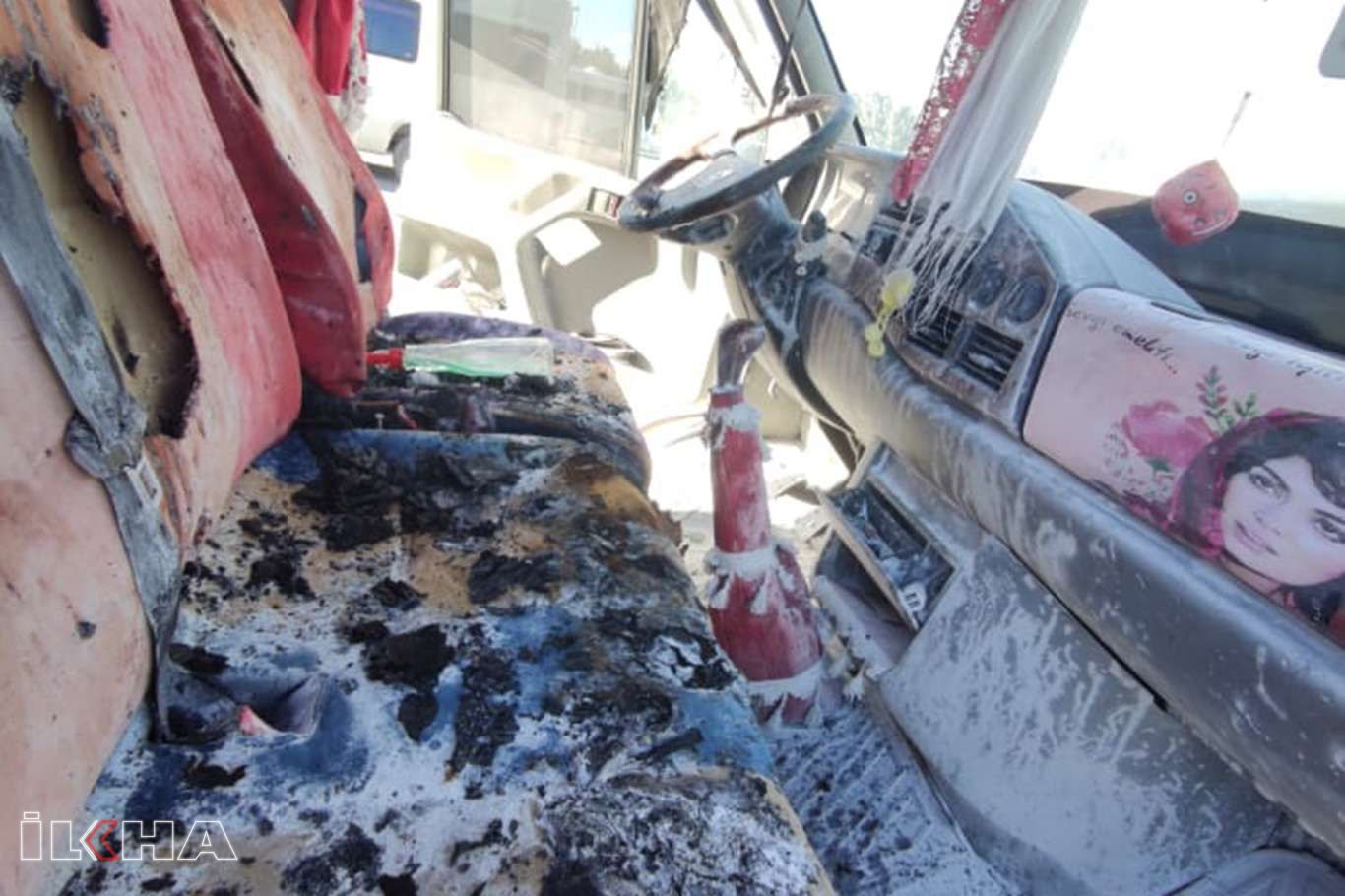 Yolcu minübüsünde çıkan yangında maddi hasar oluştu