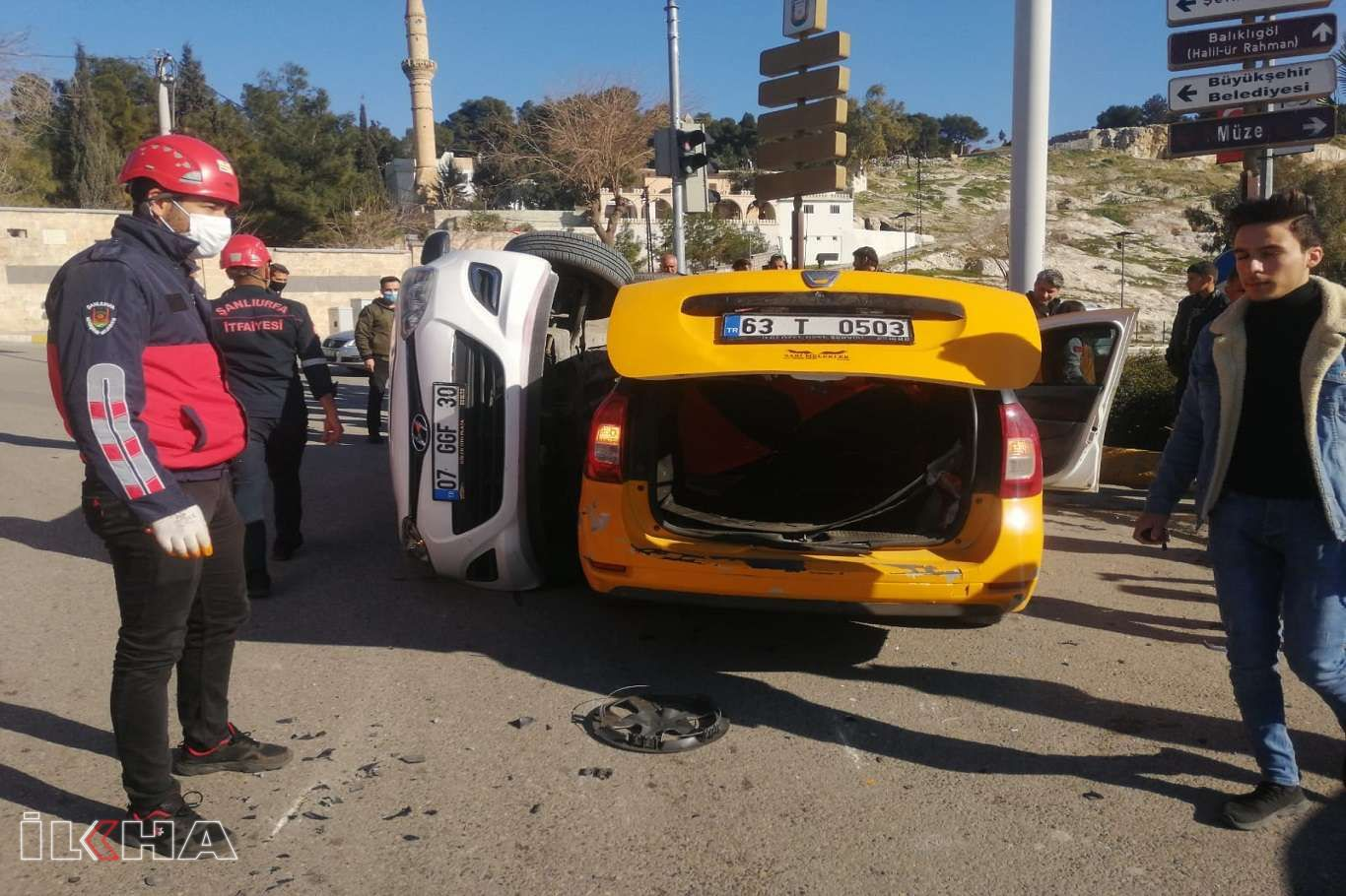Ticari taksi ile otomobil çarpıştı: 2 yaralı