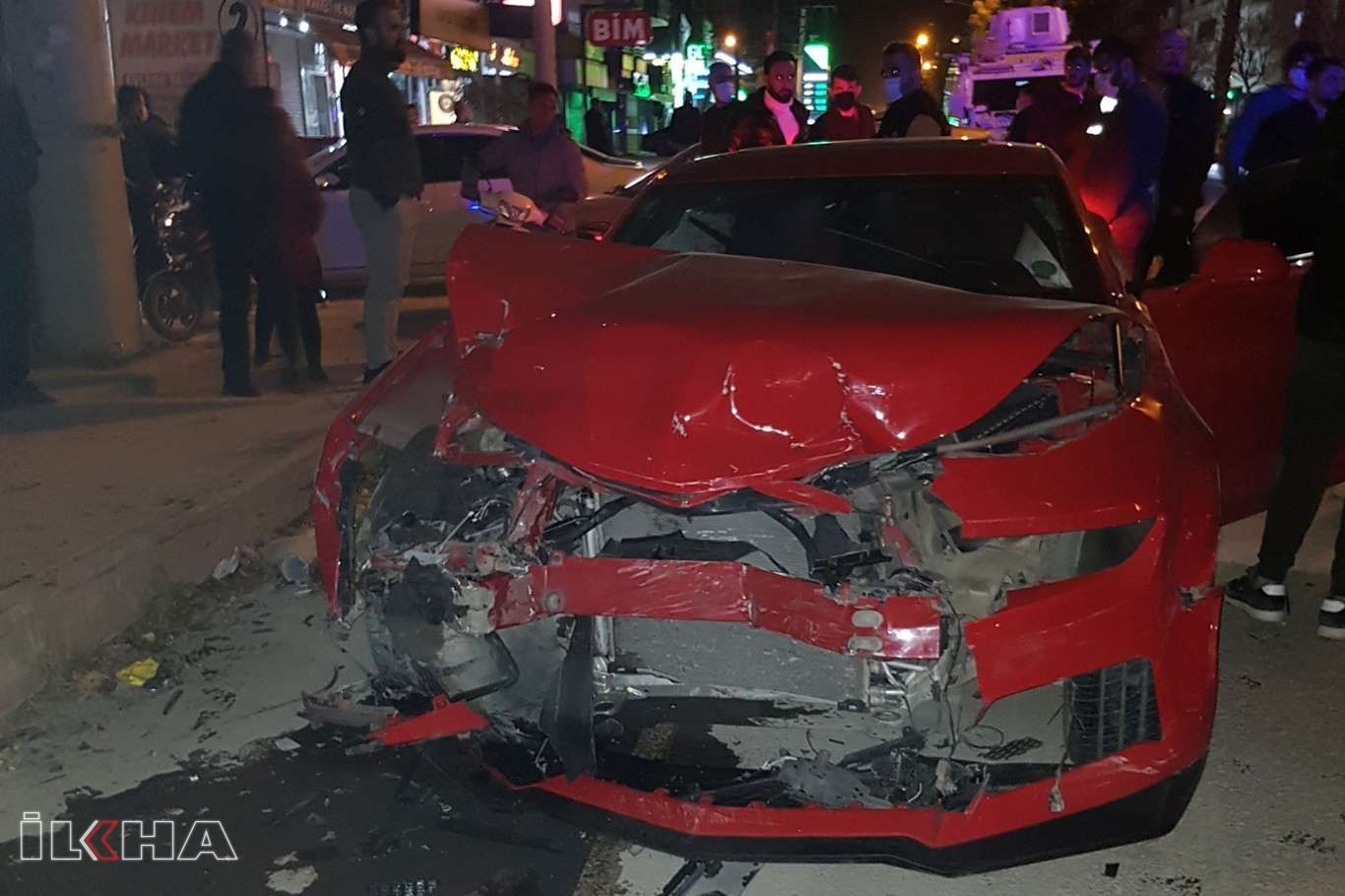 Mardinde iki otomobilin karıştığı trafik kazasında 3 kişi yaralandı