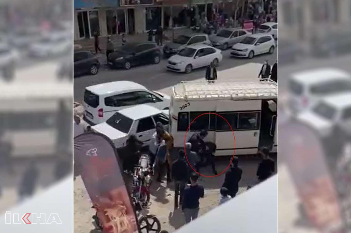 Polisin trafikte tartıştığı kişiyi ailesinin gözü önünde darp ettiği iddia edildi